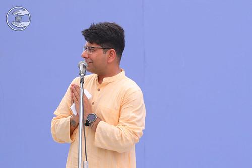 Rakesh Mutereja from Avtar Enclave, DL seeking blessings