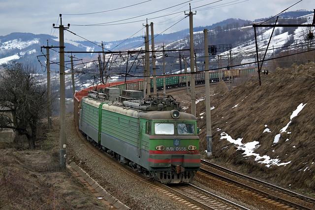 UZ/Уз - VL11 (ВЛ11) - 055B with freight train over Carpathians | UKRAINE
