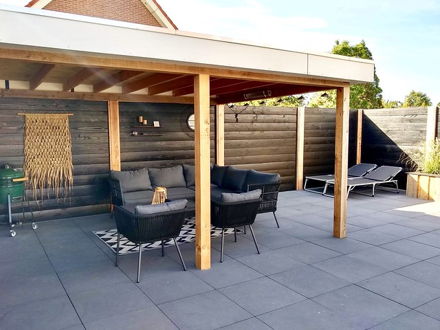 Overkapping green Egg loungeset wandkleed tuin