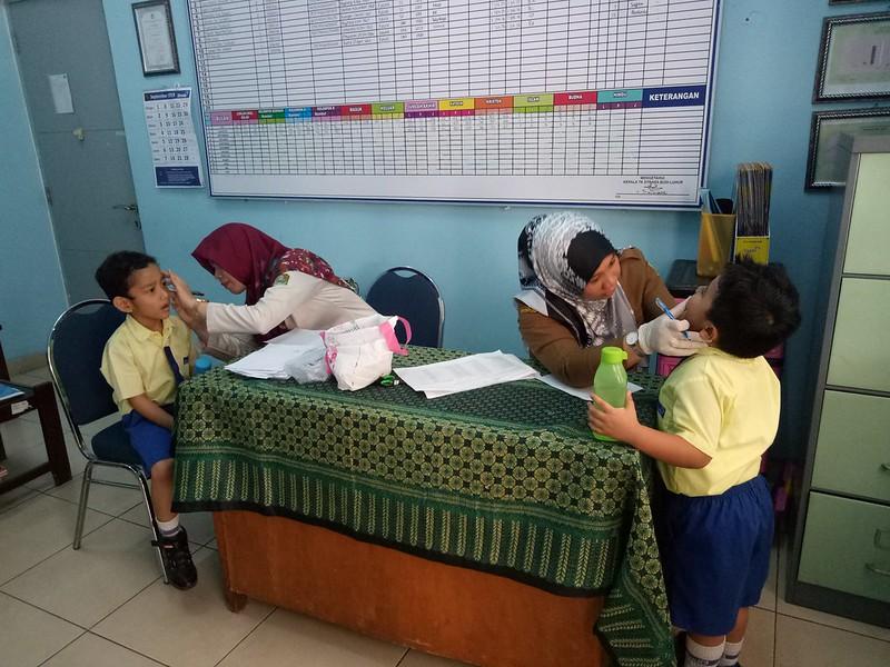 Pemberian Obat Cacing untuk Siswa TK Strada Budi Luhur Bekasi