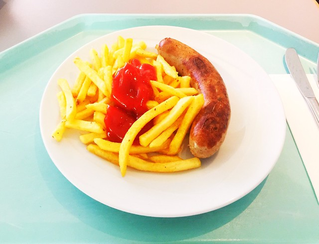 Fried sausage & french fries / Bratwurst & Pommes Frites