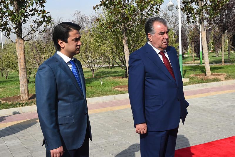 Президент страны Эмомали Рахмон принял участие в церемонии презентации новой передвижной телевизионной студии