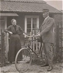 Mrs and Mr with bicycle ca. 1915
