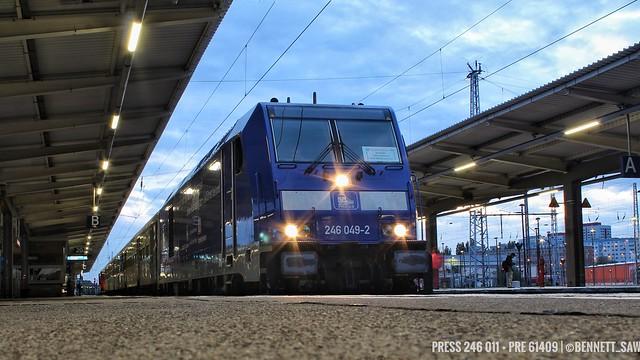 PRESS 246 011 zieht PRE 61409 ab Berlin-Lichtenberg gen Ahrensfelde