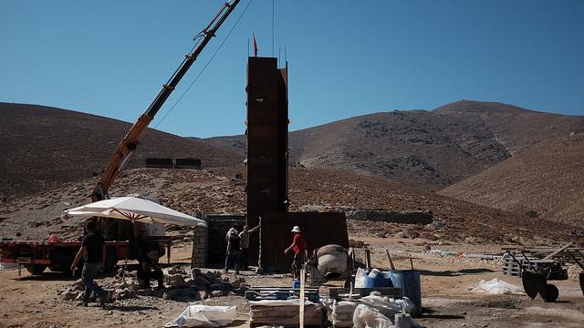 Εργασίες για την ανέγερση του Μνημείου «Ρωγμή» στη Γυάρο