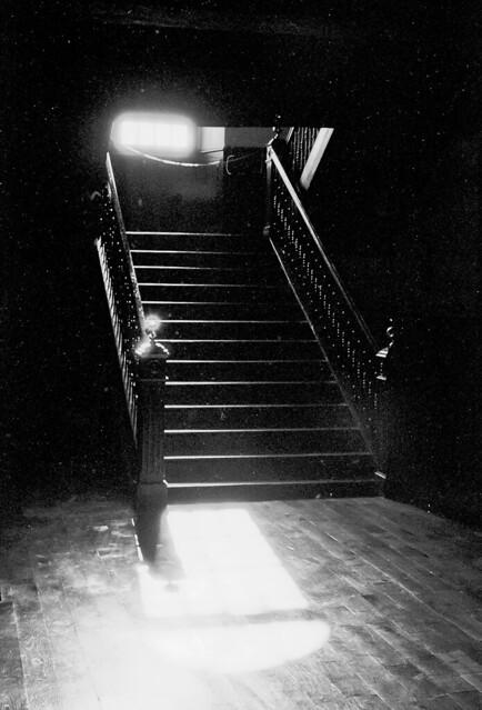Escales en la penombra / In the shadows of the church