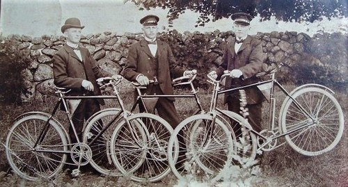 friends with their cycles 1907