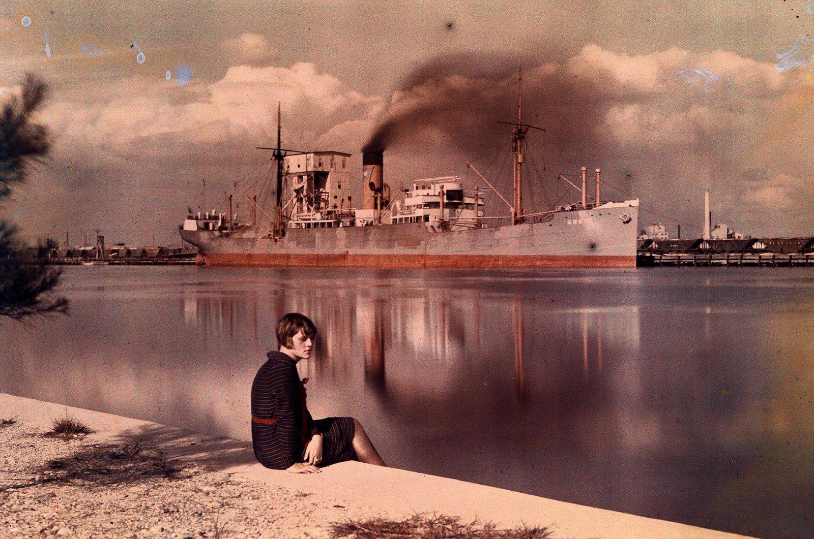 1930. Женщина на берегу гавани. Тампа. Штат Флорида. США