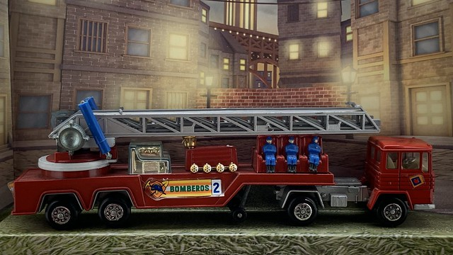 Guisval Spain - Bomberos / Fire Department - Articulated Ladder Truck - Miniature Diecast Metal Scale Model Emergency Services Vehicle