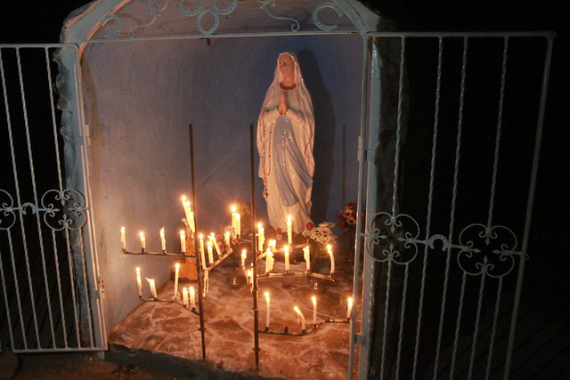 Masiva asistencia a la cima del Cerro Quillayqu�n de Coltauco para celebrar a la Virgen