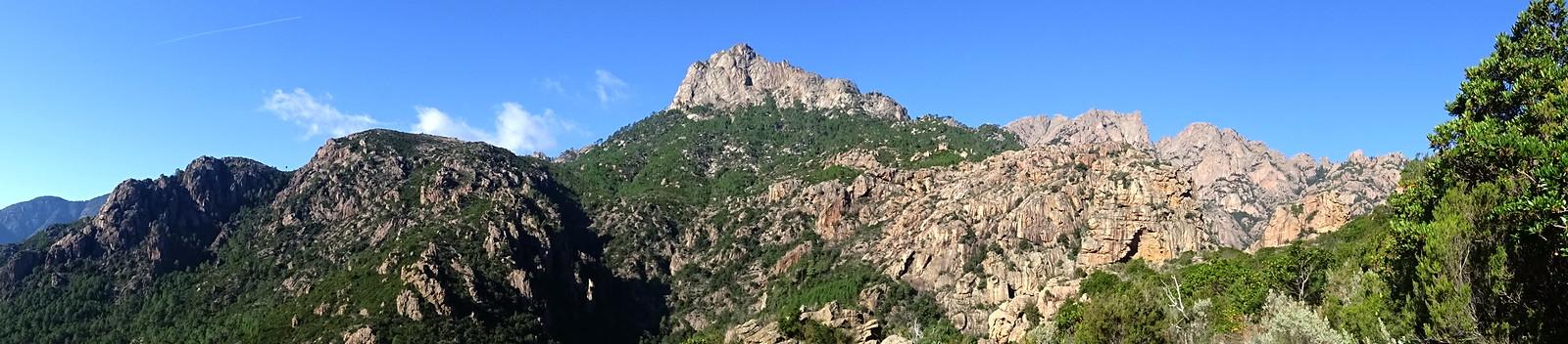 Punta Bunifazinca face Est et la brèche du Carciara