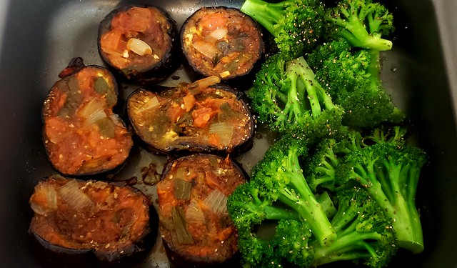 #101019 #jantar #assados #berinjela #brócolis #dinner #roasted #eggplant #broccoli