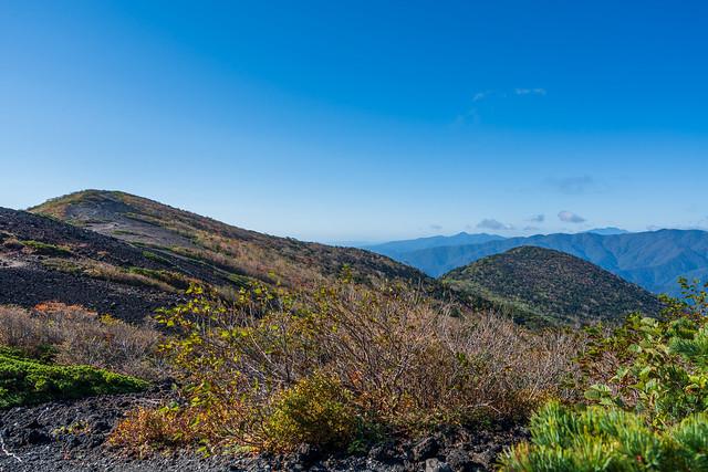 越えて来た白笹山と南月山