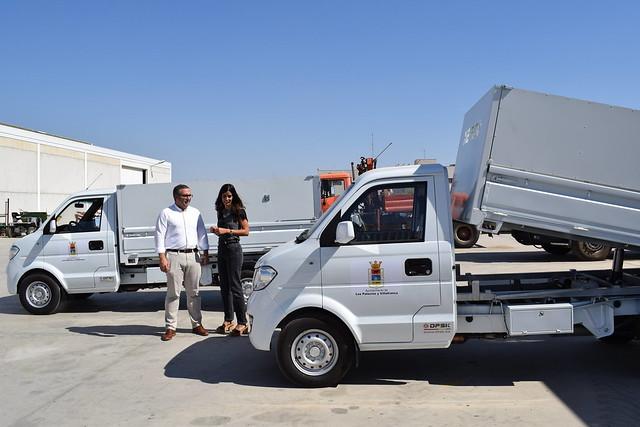 Nuevos vehículos para reforzar el Servicio de Limpieza en Los Palacios y Vfca
