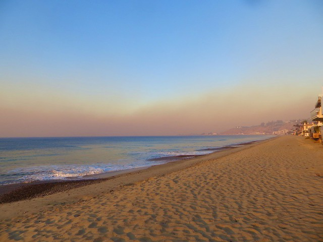 smoke from the Saddleridge Fire reaches Malibu
