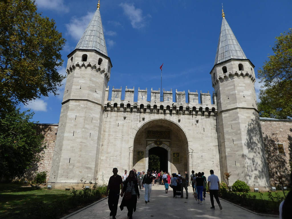 The entrance gate to Topkapi Palace, Istanbul