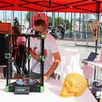 Sex, 11/10/2019 - 10:42 - O Campus de Benfica do IPL recebeu a Maker Faire Lisboa, um espaço expositivo dedicado a demonstrações ao vivo de invenções e criatividade, nas mais diversas áreas, desde tecnologia de impressão 3D, robótica, programação, design, realidade aumentada. A Maker Faire Lisboa insere-se num dos maiores movimentos de Show&Tell (Mostra e Conta) do mundo, onde se juntam 'uma série de entusiastas do Saber, Ensinar e Gostar de Fazer – Os Makers.'  11 de outubro de 2019