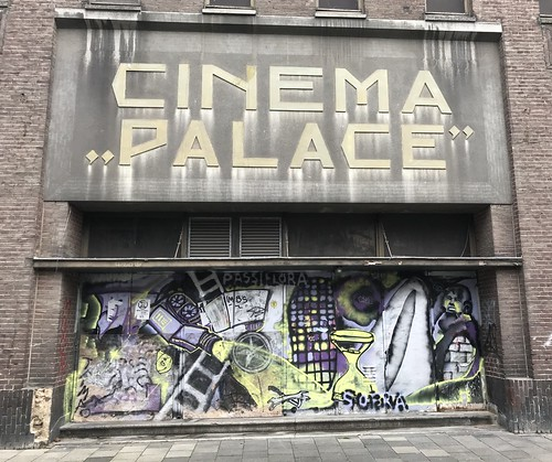 Cinema Palace entrance, passifora