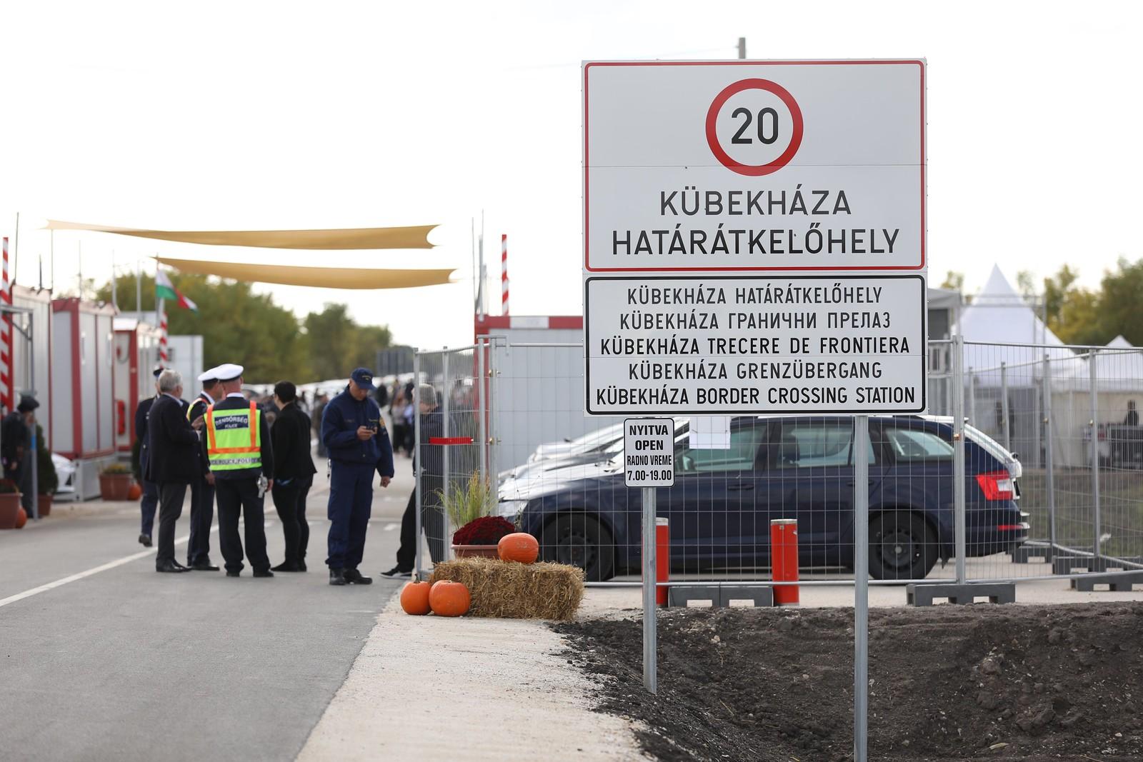 Új átkelőt adtak át az ostromolt szerb határon