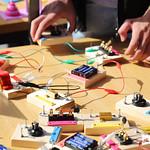 Sex, 11/10/2019 - 10:18 - O Campus de Benfica do IPL recebeu a Maker Faire Lisboa, um espaço expositivo dedicado a demonstrações ao vivo de invenções e criatividade, nas mais diversas áreas, desde tecnologia de impressão 3D, robótica, programação, design, realidade aumentada. A Maker Faire Lisboa insere-se num dos maiores movimentos de Show&Tell (Mostra e Conta) do mundo, onde se juntam 'uma série de entusiastas do Saber, Ensinar e Gostar de Fazer – Os Makers.'  11 de outubro de 2019
