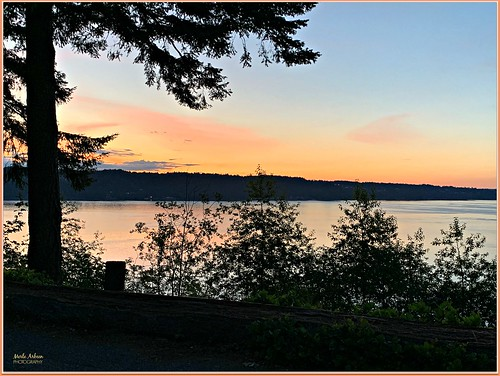 sunset pointdefiancepark tacoma washington gigharbor pugetsound water waterscape waterscene nature iphone