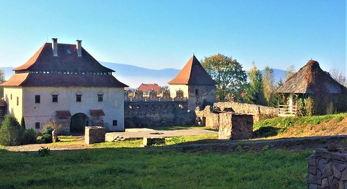 gyergyószárhegy szárhegy erdély transylvania siebenbürgen grünberg lăzarea castle fort renaissance walls tower
