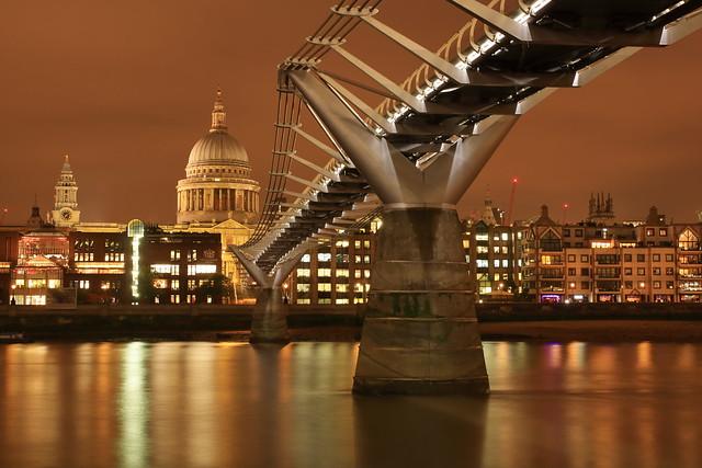 St.Pauls and the millennium bridge IMG_5700e2