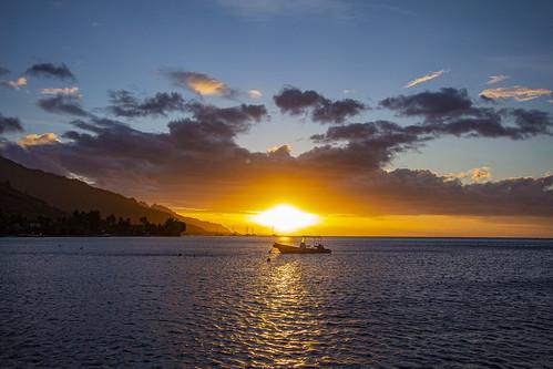 color underwater tahiti moorea frenchpolynesia southpacificocean diverdoug manavabeachresort ocean sunset sea marine tropical reef sunrays underwaterphotography