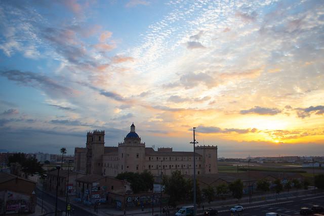 Monasterio de San Miguel de los Reyes al amanecer