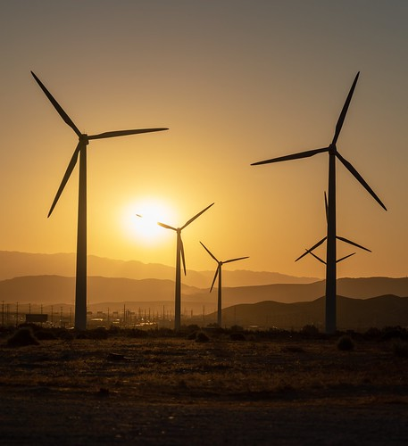 dawn morning sunrise sun gold goldenhour palmsprings northpalmsprings sangorgoniopass windfarm windmills windmill turbines coachellavalley california energy sonya7riii sony