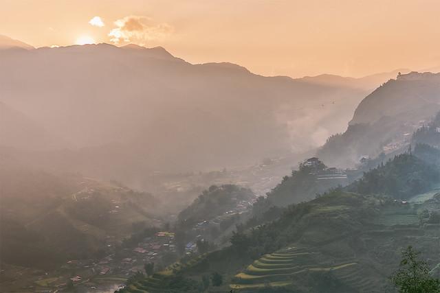 _J5K3361-67.Thị trấn Sapa.Lào Cai