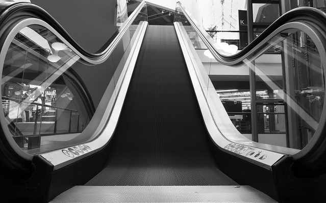 An escalator as a long time exposure ⚫️⚪️