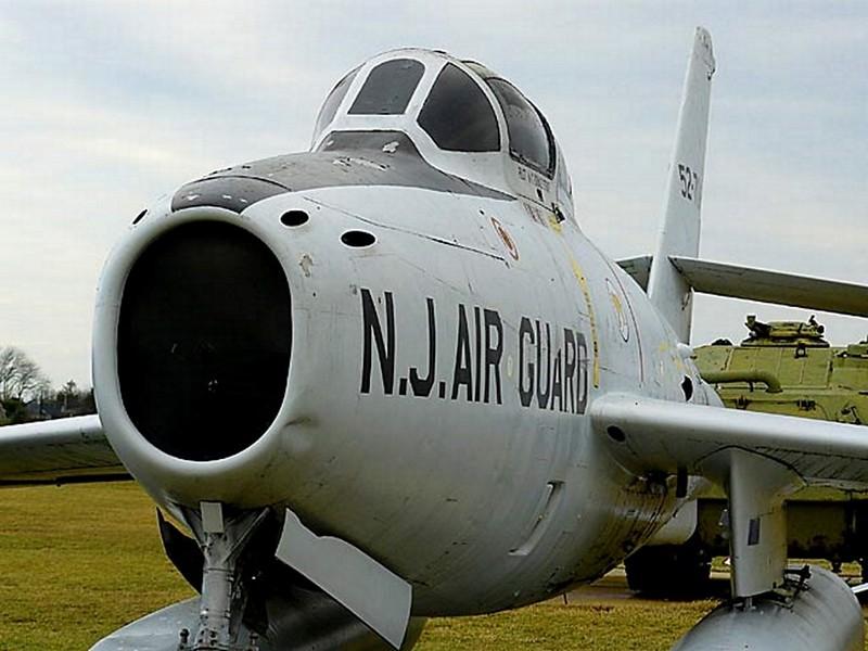 共和国的F-84F雷条00004