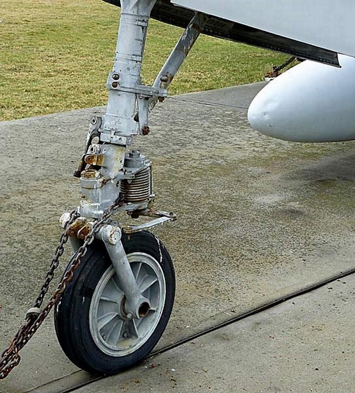 共和国的F-84F雷条00005
