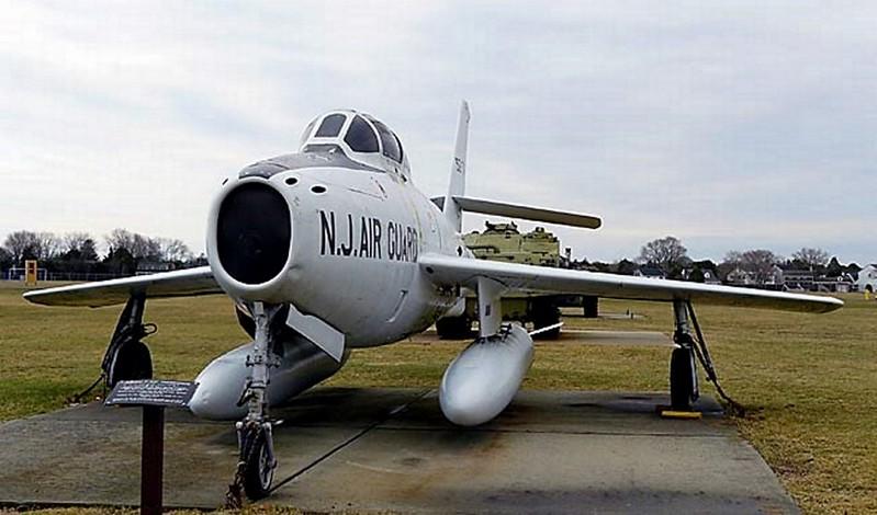共和国的F-84F雷条00003