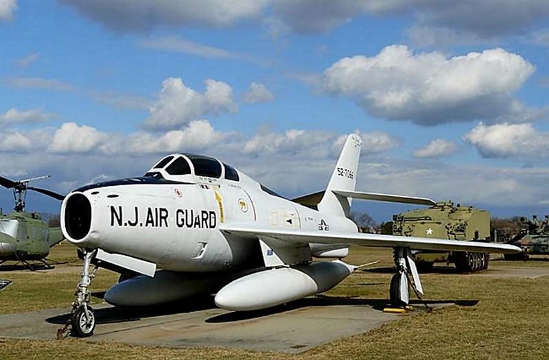 共和国的F-84F雷条00001