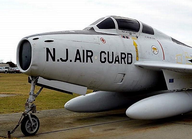 共和国的F-84F雷条00002