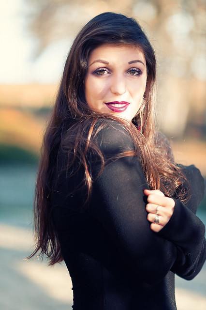 Elodie : Autumn portraits : Nikon D700 : Nikkor 105 mm F/2 AF-DC