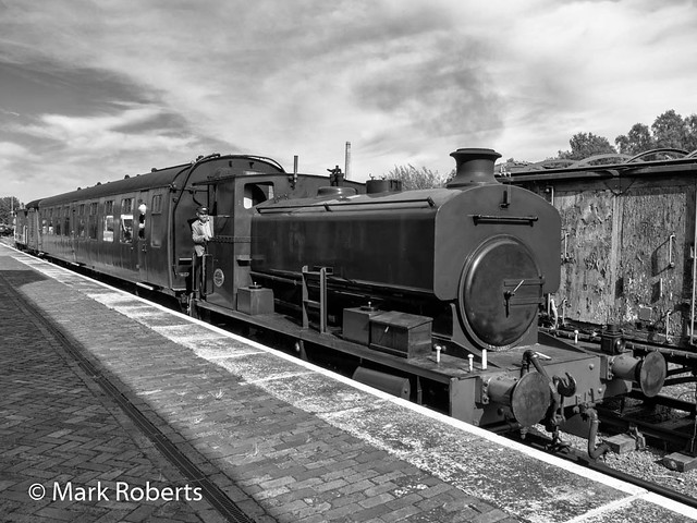 The Andrew Barclay leaving Oswestry Station - Mono