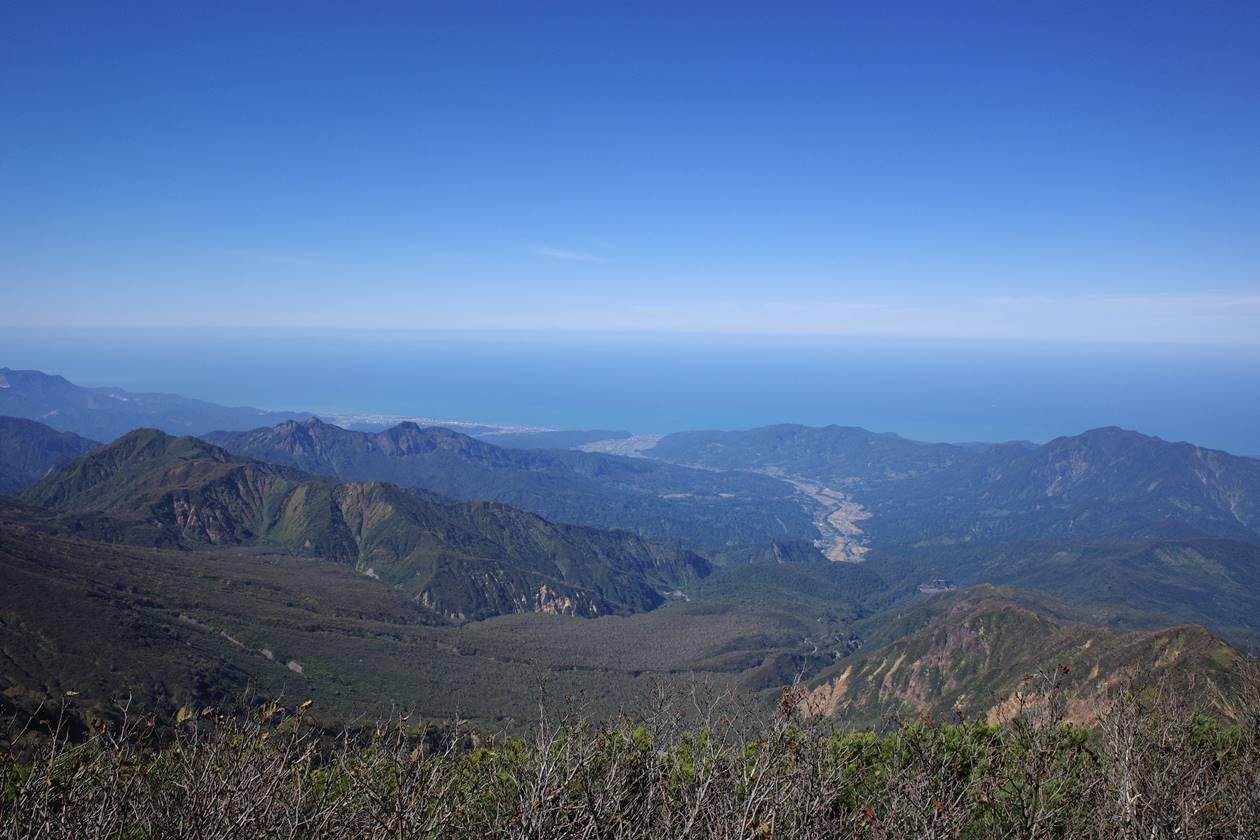 火打山山頂から眺める日本海