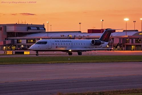 airplanes airlines sunset aircanada jazzaviation kpit pittsburghinternationalairport