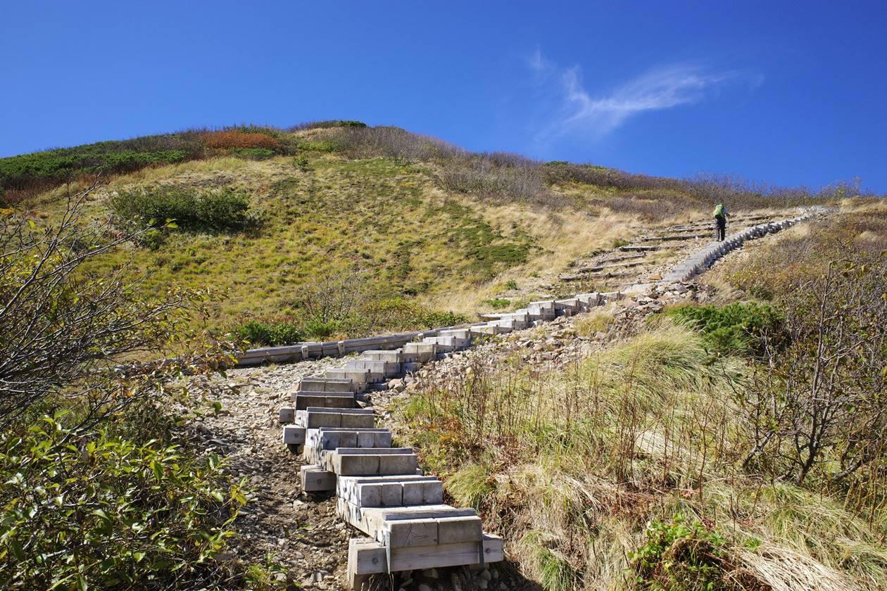 火打山山頂へ続く階段