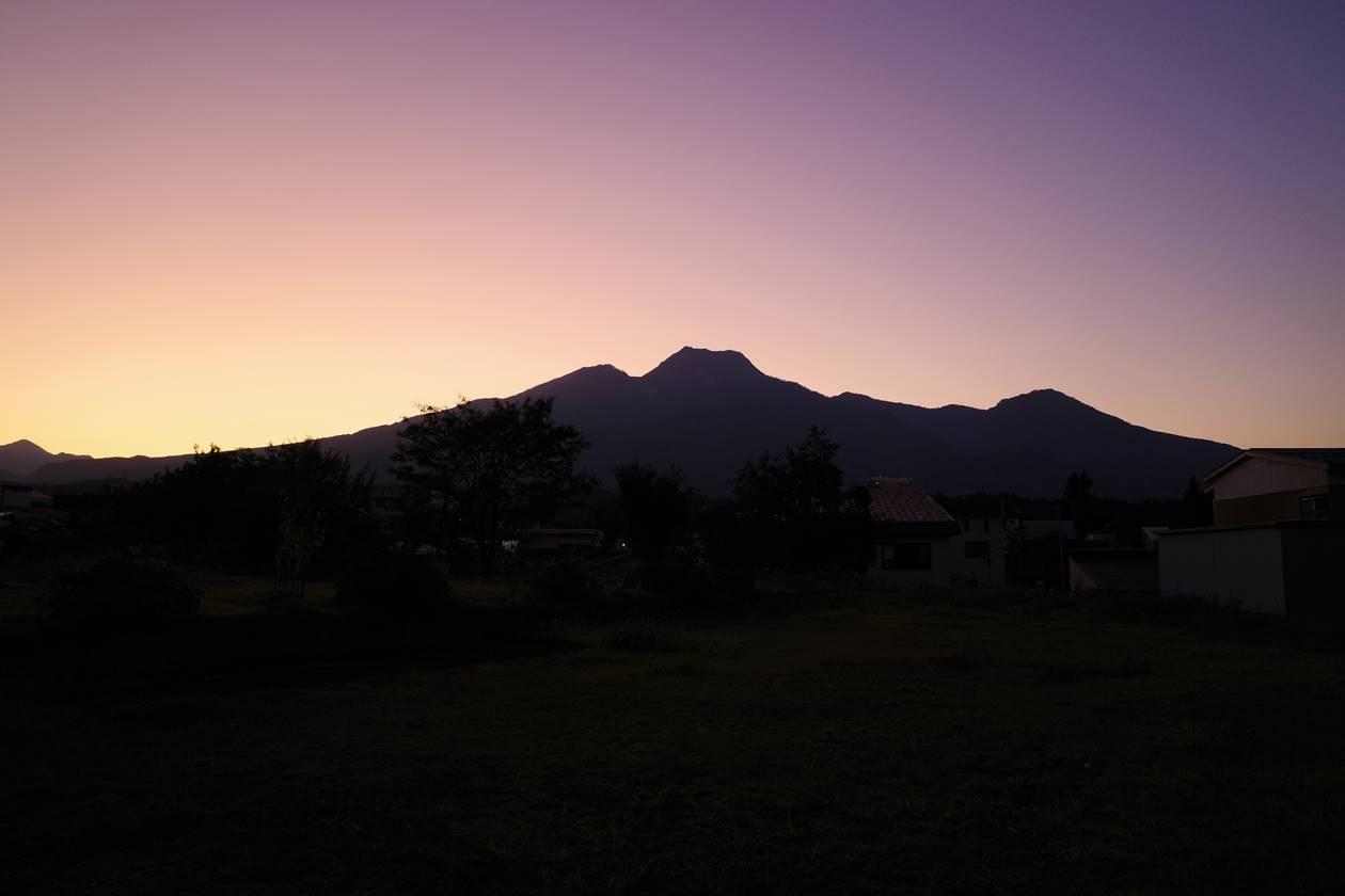 夕暮れ時の妙高山