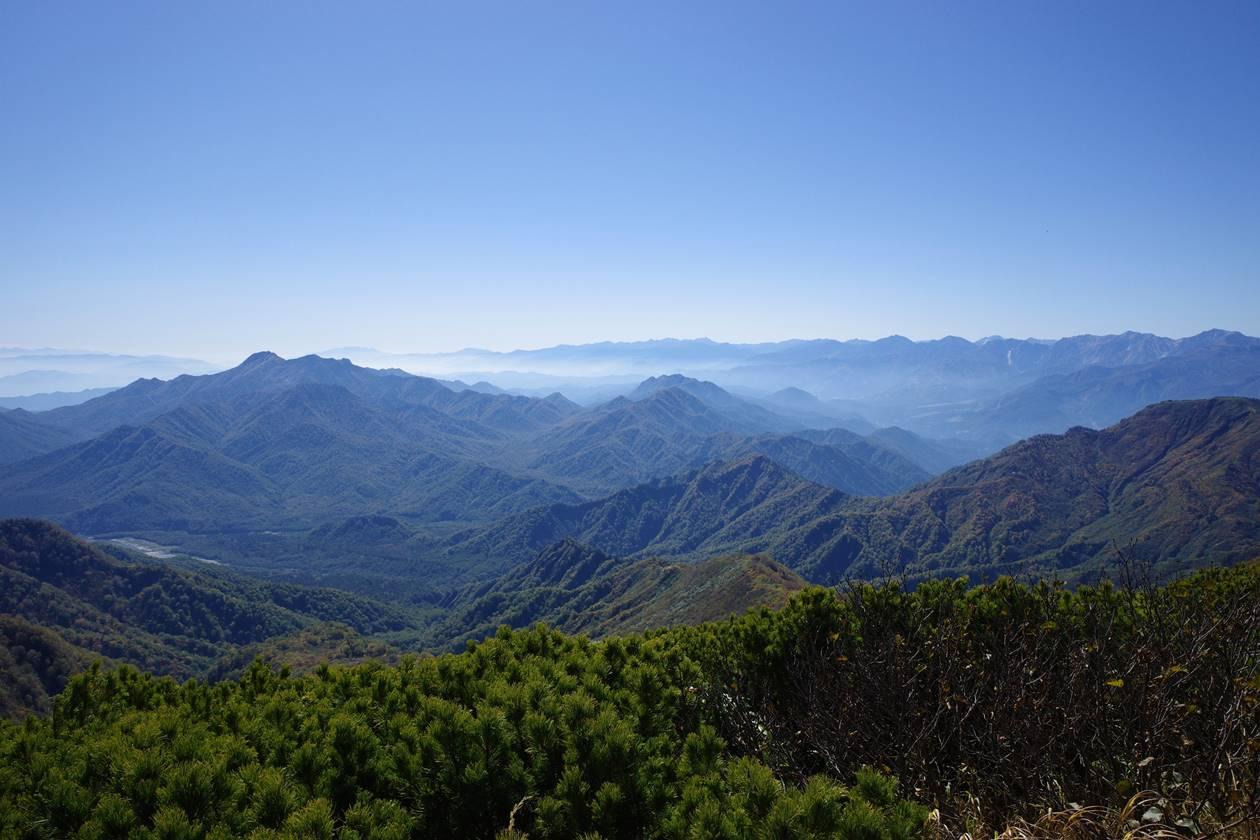 火打山山頂から眺める高妻山と北アルプス