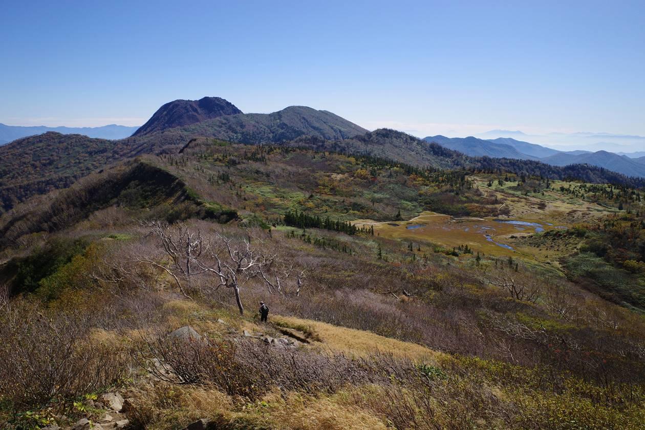 火打山登山道から眺める妙高山と天狗の庭