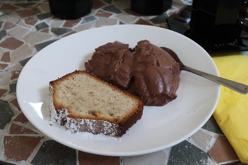 Nusskuchen und Mousse au Chocolat