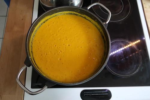 Kürbissuppe auf dem Herd