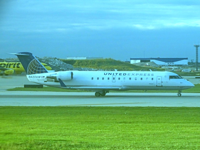 United Express (Air Wisconsin) Bombardier CRJ-200LR N420AW