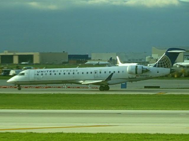 United Express (GoJet) Bombardir CRJ-700 N160GJ