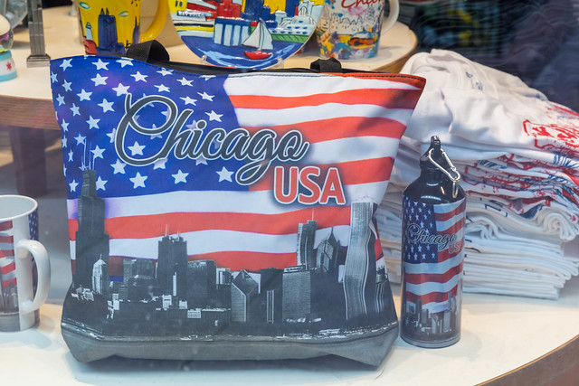 Souvenirs for tourists in the US: bag and water bottle with